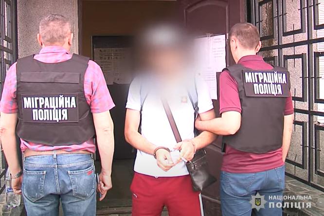На Вінниччині затримали іноземного кримінального авторитета, якого розшукували 10 років