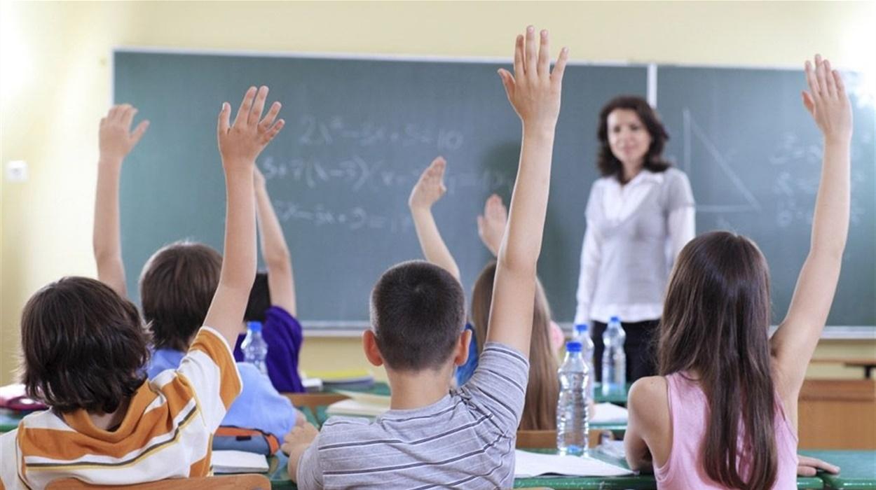 Як працюватимуть школи, чи потрібні медичні довідки та про вакцинацію учнів та вчителів, – роз'яснення від МОН