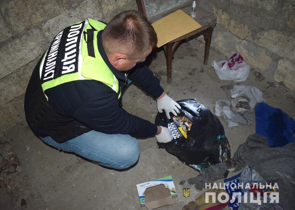 Моторошне вбивство: 16-річну жительку Хмільницького району підозрюють у вбивстві матері